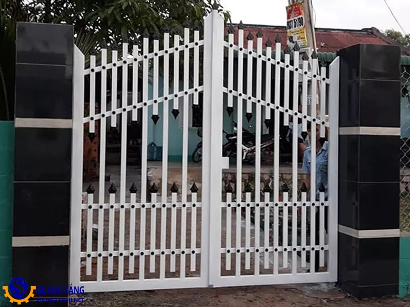 Cổng sắt Quang Sáng MCS-02