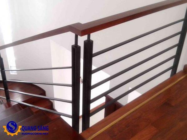 Cầu thang sắt Quang Sáng CTS-03