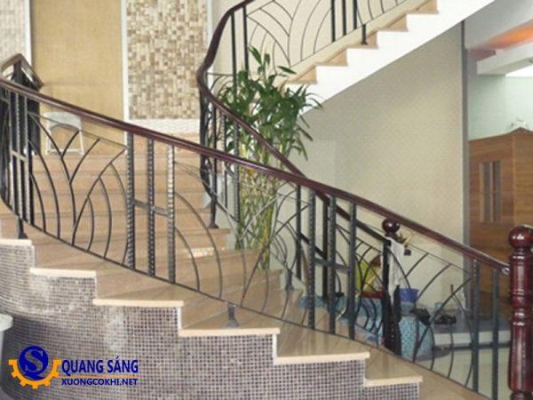 Cầu thang sắt Quang Sáng CTS-05