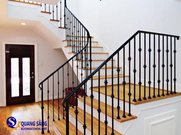 Cầu thang sắt Quang Sáng CTS-09