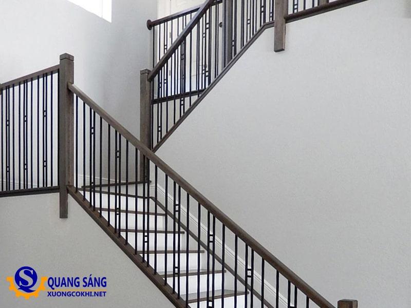 Cầu thang sắt Quang Sáng CTS-12