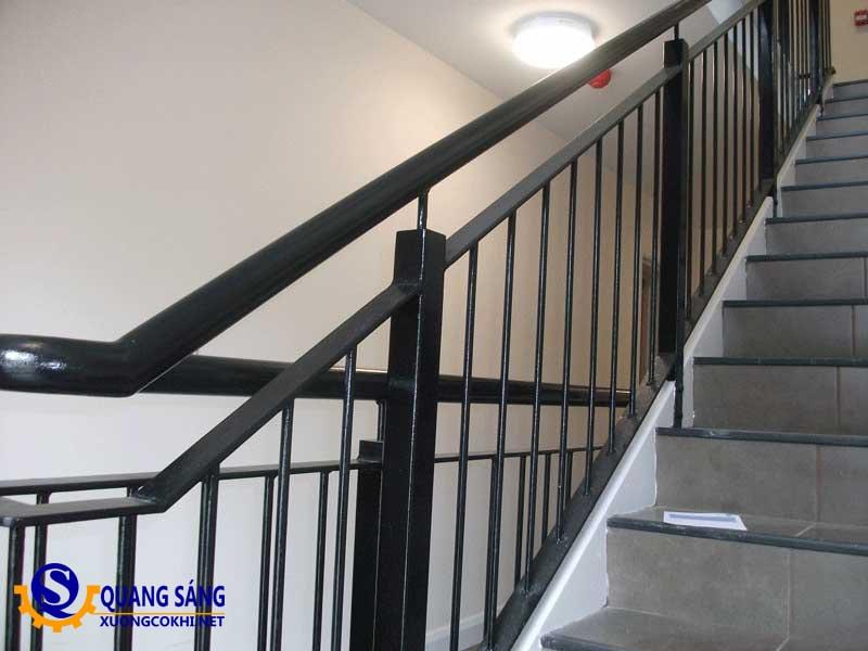 Cầu thang sắt Quang Sáng CTS-18